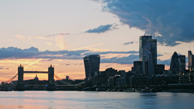time-lapse of tower bridge at sunset, london, uk - suspension bridge stock videos & royalty-free footage