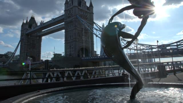 time-lapse of tower bridge, london, england, united kingdom, europe - 跳開橋点の映像素材/bロール