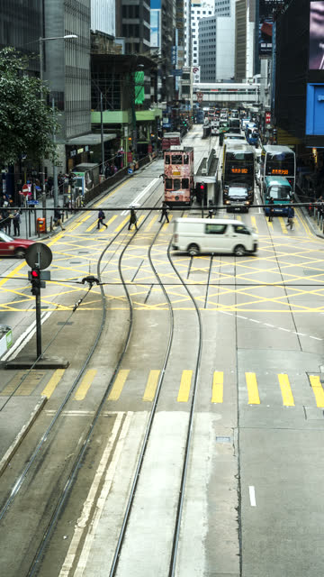 time-lapse of traffic and commuters on des veoux road, hong kong. for vertical displays - hong kong island stock videos & royalty-free footage