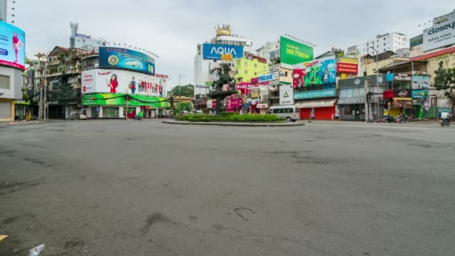 timelapse of traffic in ho chi minh city saigon, vietnam in morning - comunismo video stock e b–roll