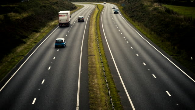 stockvideo's en b-roll-footage met time-lapse of traffic on a dual carriageway in the uk - cornwall engeland