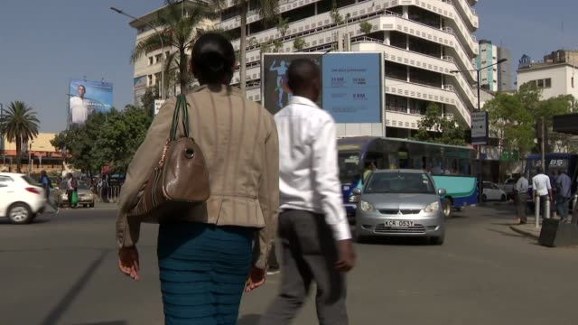 timelapse of traffic on busy crossroads with pedestrians crossing the junction in nairobi kenya - crossing stock videos & royalty-free footage