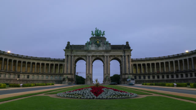 timelapse of triumphal arch in brussels at sunrise - belgium stock videos & royalty-free footage