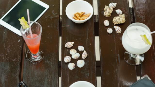 vidéos et rushes de timelapse of vacation items diminishing on a table - partie du corps d'un animal