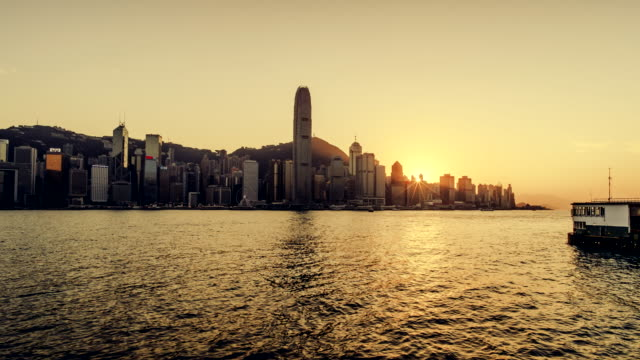 vídeos y material grabado en eventos de stock de time-lapse of view of hong kong island at sunset - kowloon