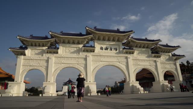 timelapse of visitors at freedom square and chiang kai-shek memorial hall, taipei, china - chiang kaishek memorial hall stock videos and b-roll footage