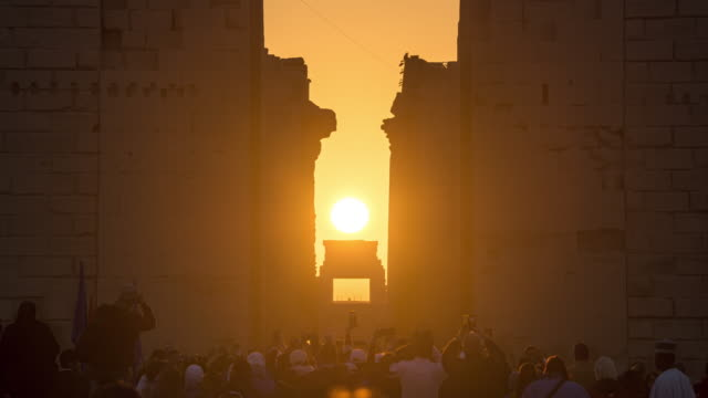 vidéos et rushes de timelapse of winter solstice sunrise at the karnak temple,luxor,egypt,egyptian sun festival - civilisation ancienne