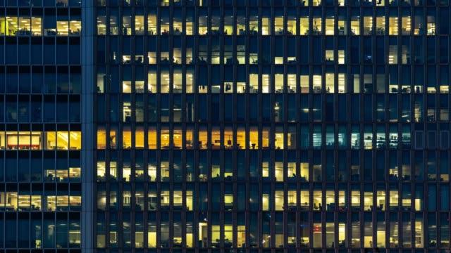 time-lapse office fönster night i london canary wharf england storbritannien - fönsterrad bildbanksvideor och videomaterial från bakom kulisserna