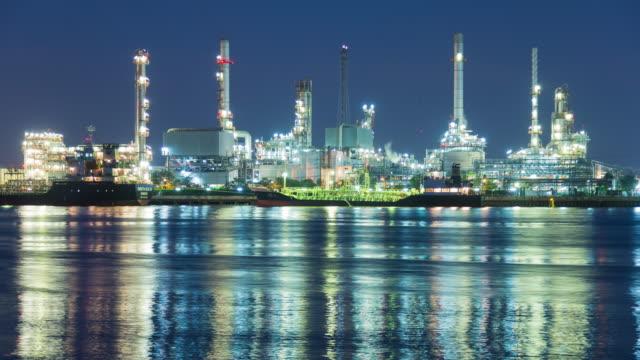 vídeos de stock e filmes b-roll de 4k timelapse: oil refinery - gás estrutura física