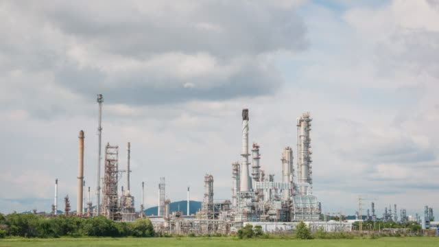 4K : time-lapse Oil Refinery