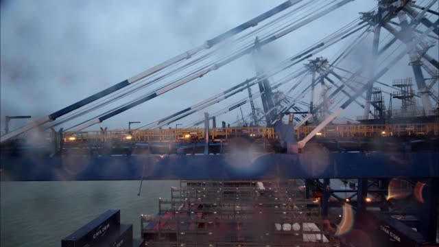 vídeos y material grabado en eventos de stock de timelapse on board cma cgm sa's benjamin franklin container ship arriving at the guangzhou nansha container port in the early morning in the rain in... - benjamín franklin