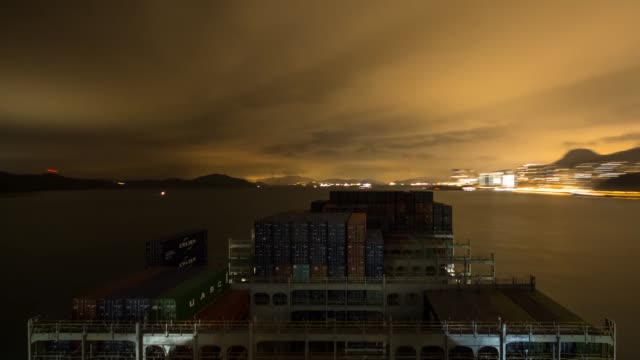 vídeos y material grabado en eventos de stock de timelapse on board cma cgm sa's benjamin franklin container ship approaching hong kong at night and arriving at the kwai tsing container terminal in... - benjamín franklin