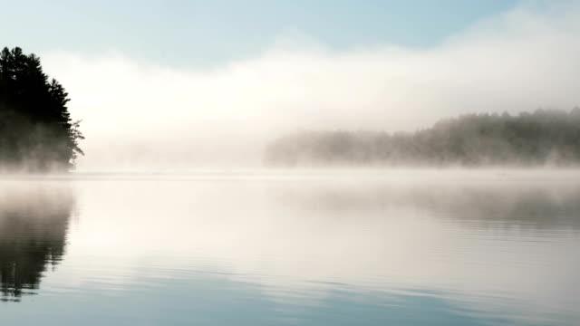 vidéos et rushes de time-lapse :l'ontario ne connaît pas le quai du célèbre lac - canoë