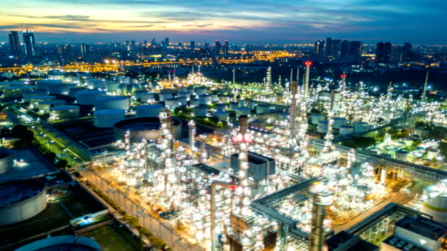 4k timelapse or hyperlapse of aerial of industrial park with oil refinery in asia - attrezzatura industriale video stock e b–roll