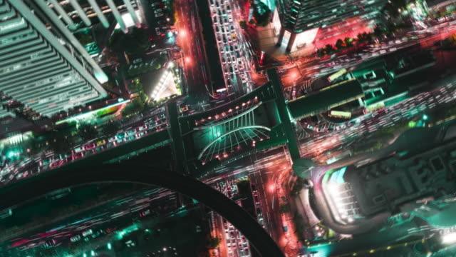 時間の経過またはハイパー経過ズーム アウト: 4 空撮方法停止円または交差点交通輸送の概念のために夜。 - 不動産の看板点の映像素材/bロール