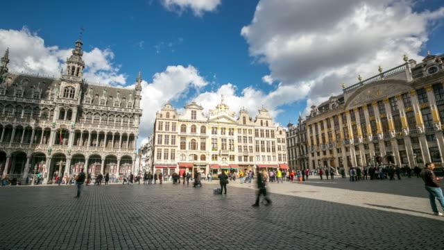 Time-lapse pannen: stad voetgangers op Grand Place Brussel België