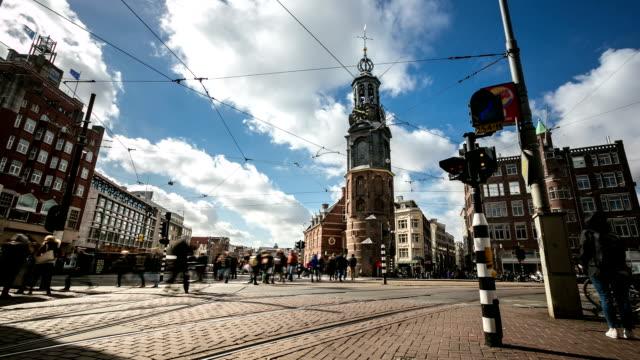 HD Time-lapse pannen: stad voetgangers Munttoren bloemenmarkt Amsterdam