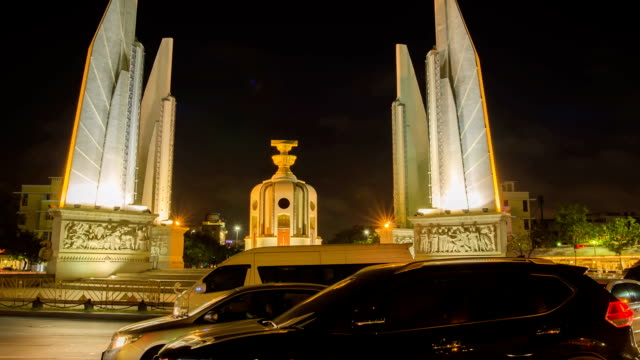 timelapse panning: night time at Democracy Monument