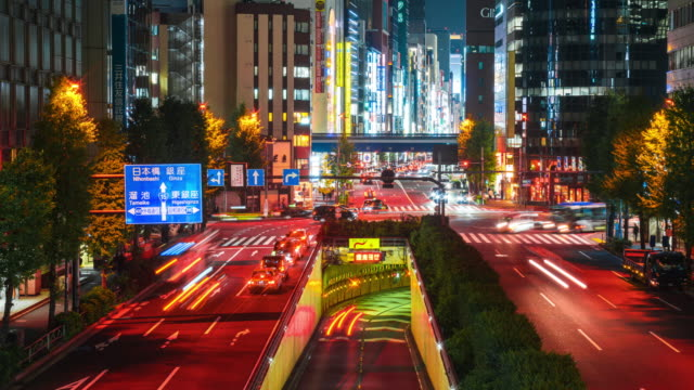 4k time-lapse: panning right view of tokyo cityscape at night, rush hours of shimbashi tokyo japan - sottosuolo video stock e b–roll