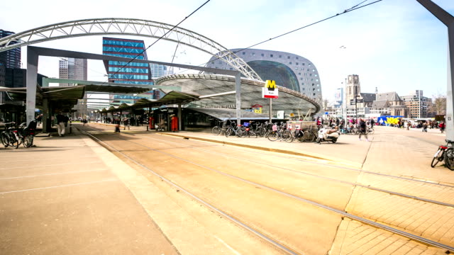 hd time-lapse panning: rotterdam downtown and market hall netherlands - the hague 個影片檔及 b 捲影像