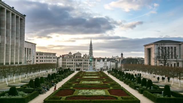 time-lapse: pedestrian brussels grand place garden belgium sunset - brussels capital region stock videos & royalty-free footage