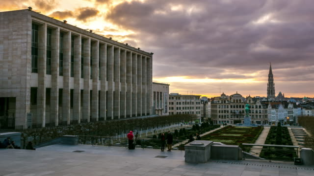 Time-lapse: Pedestrian Brussels Grand Place garden Belgium sunset
