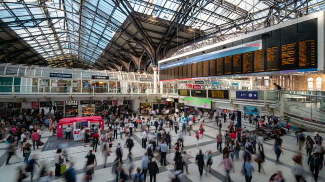 time-lapse pedestrian commuter crowd at liverpool street train station ticket hall in london england uk - bokeh museum stock videos & royalty-free footage