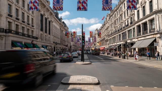 Zeitraffer: Fußgänger Pendler Menge am Oxford Circus Innenstadt Shopping Street in London England UK