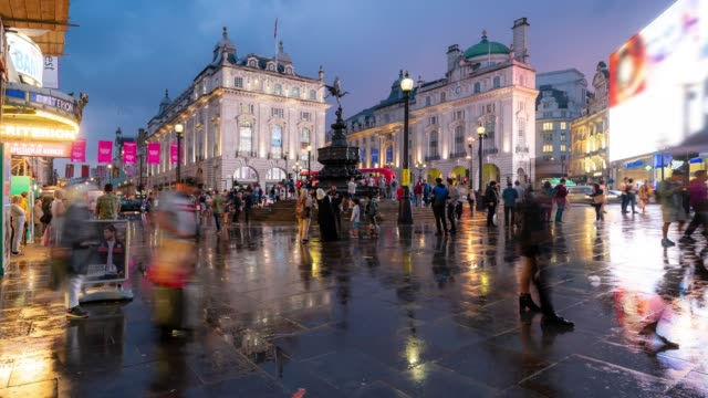 time-lapse: pedestrian commuter crowd at piccadilly circus downtown at night in london england uk - double decker bus stock videos & royalty-free footage