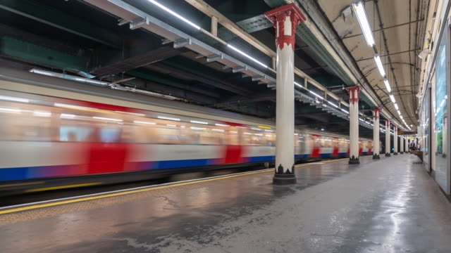 Time-lapse: Pedestrian Commuter Crowd at Subway tube platform in London England UK