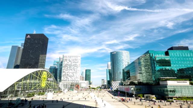 vidéos et rushes de hd timelapse: zone de banlieue de foule à la défense paris - quartier financier