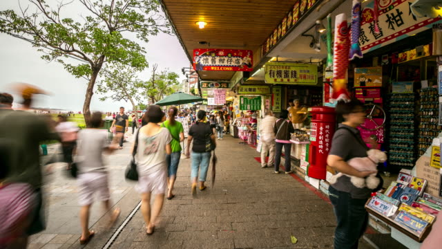 4 k time -lapse (低速度撮影):歩行者の群衆の淡水台北,台湾 - 台北市点の映像素材/bロール