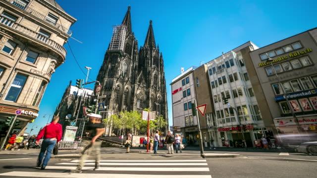4 K Zeitraffer: Fußgänger überfüllten im Kölner Dom, Deutschland