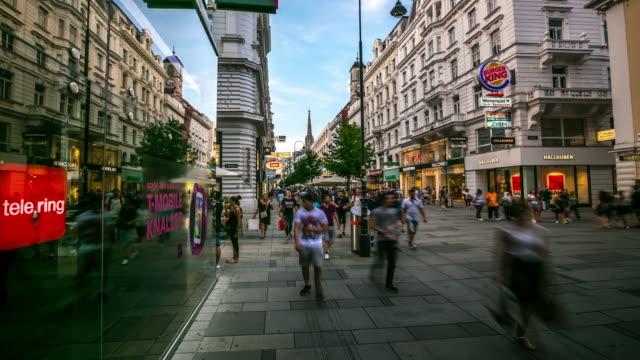 4 K Zeitraffer: Fußgänger an belebten Kartner Einkaufsstraße Wien, Österreich