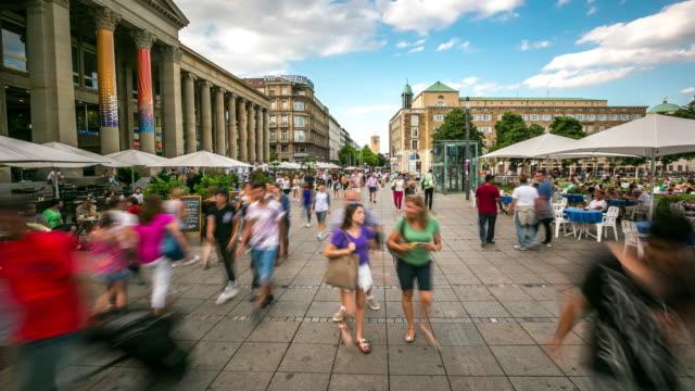 4 K Time-lapse: voetganger druk in nieuwe palace Square Stuttgart Duitsland