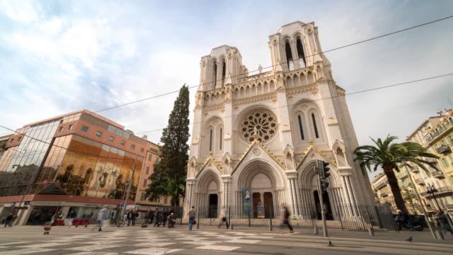 vidéos et rushes de 4 k time-lapse: piéton bondé à notre-dame de nice, nice france - église