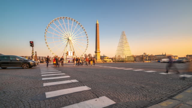 Time-lapse: Pedestrian crowded at Obelisk Place la Concorde, Paris sunset