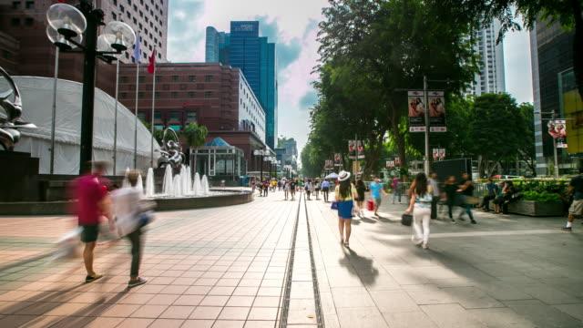 4 k zeitraffer: fußgänger crowed gehweg der orchard road in singapur - obstgarten stock-videos und b-roll-filmmaterial