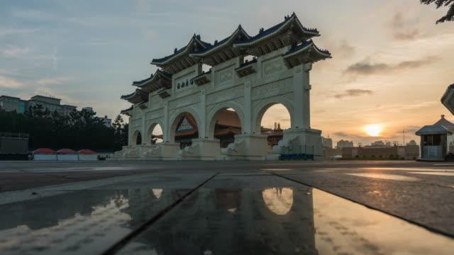 4k time-lapse : pedestrian crowed in chiang kai-shek memorial hall, taipei, taiwan - chiang kai shek stock videos and b-roll footage