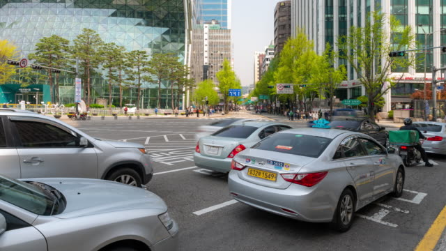 タイムラプス: ソウル市内の歩行者と市役所エリア韓国 - ソウル点の映像素材/bロール