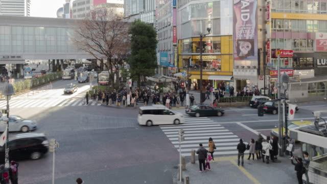 4 K Zeitraffer: Fußgänger überqueren Sie an der Kreuzung Shibuya, Tokio