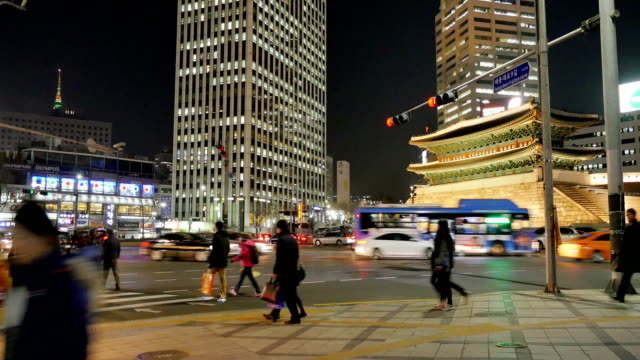 Time-lapse Pedestrians crossing road near Sungnyemun Gate (National Treasures of Korea number 1) at night