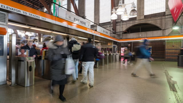 vídeos y material grabado en eventos de stock de time-lapse: pedestrians crowd at gate of boston metro subway and commuter rail train station - boston massachusetts