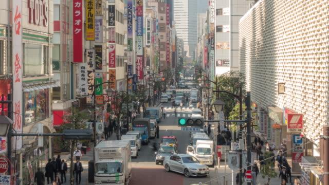 Time-lapse: Voetgangers, druk op Shimbashi station Tokio