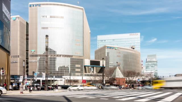 タイムラプス:銀座クロッシング東京日本で歩行者が混雑した交差点 - 百貨店点の映像素材/bロール