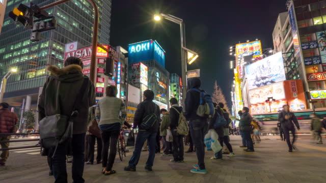 時間速度 : 混雑した歩行者天国のショッピング街、秋葉原の電気街東京の
