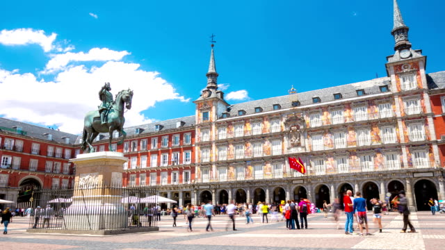 HD Time-lapse: Peatones Plaza Mayor town square, en Madrid, España