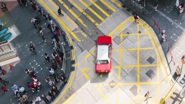 4 K Timelapse: gente cruzar calle, lapso de tiempo en Hong Kong.