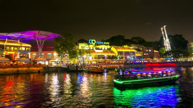 4K Time-lapse: People crowd at Clark Quay at night