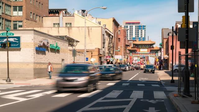 zeitraffer: menschen in china town in philadelphia downtown usa überfüllt - philadelphia pennsylvania stock-videos und b-roll-filmmaterial